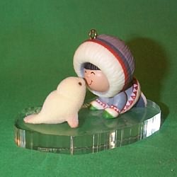 1983 Frosty Friends #4 - Rubbing Noses - MNT Hallmark Ornament