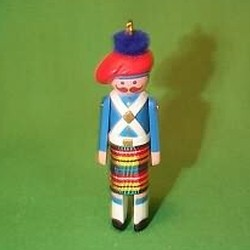 1985 Clothespin Soldier #4 - Scottish Hallmark Ornament
