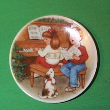 1992 Plate #6f - Sweet Holiday Harmony Hallmark Ornament