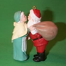 1995 Mr. And Mrs. Claus #10 F Hallmark Ornament