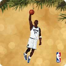 2002 Hoop Stars #8 - Kevin Garnett - MNT Hallmark Ornament