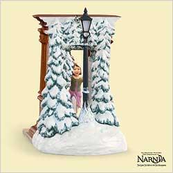 2006 Disney - Narnia - Lucy And Wardrobe - SDB Hallmark Ornament
