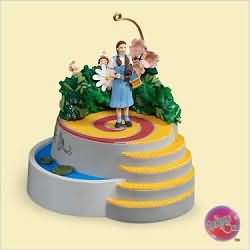 2006 Wizard Of Oz - Dorothy And The Munchkins - MNT Hallmark Ornament