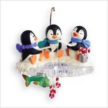 2007 Chilly Fishy Fun Hallmark Ornament