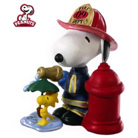 2009 Spotlight On Snoopy #12 - Firefighter Snoopy Hallmark Ornament