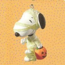 2010 Halloween - Treats For Snoopy Hallmark Ornament