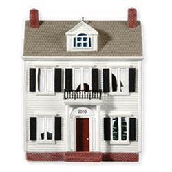 2010 Nostalgic Houses #27 - A Colonial Christmas Hallmark Ornament